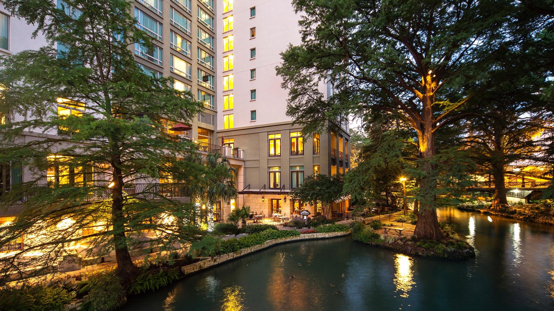 about hotel contessa in san antonio tx benchmark resorts. Black Bedroom Furniture Sets. Home Design Ideas